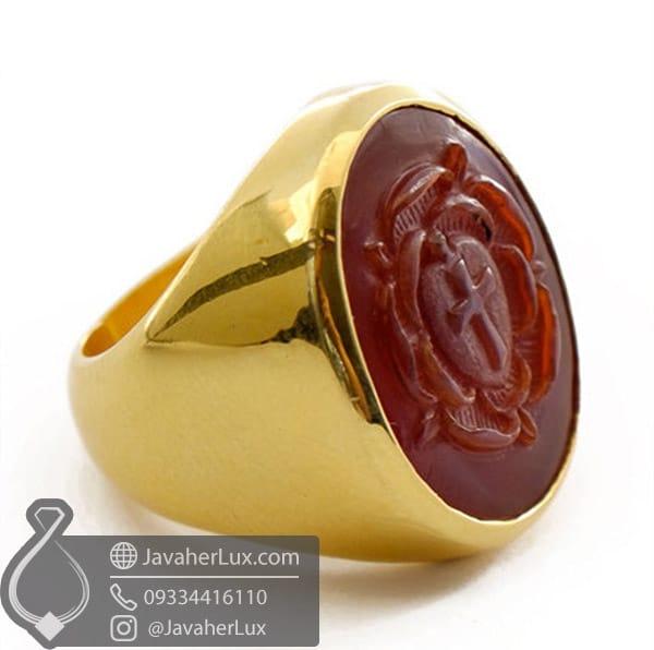 انگشتر طلا با نگین عقیق حکاکی شده که استفاده به جهت مهر داشته است