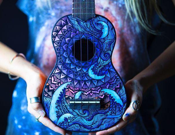 نقاشی بر روی سازهای موسیقی
